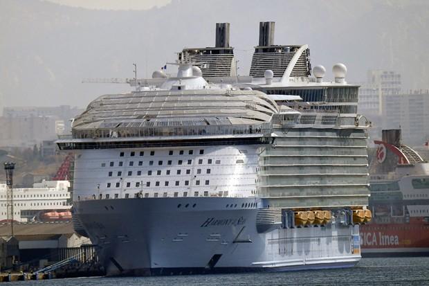 Um morto em acidente com o maior navio do mundo