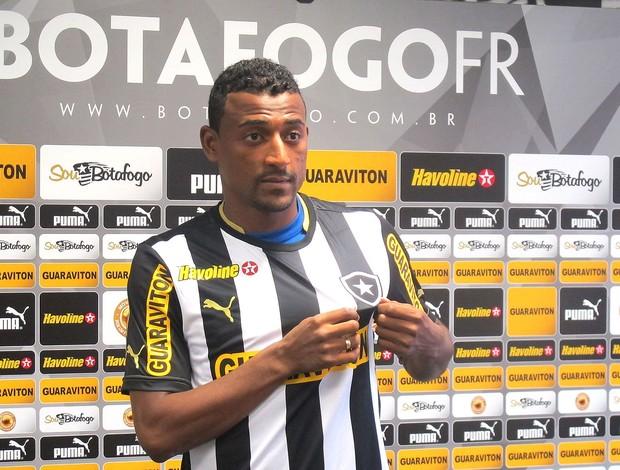 Elias apresentação Botafogo (Foto: Thales Soares)