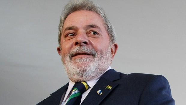 Previdência deve ser reformada de vez em quando, diz Lula a blogueiros