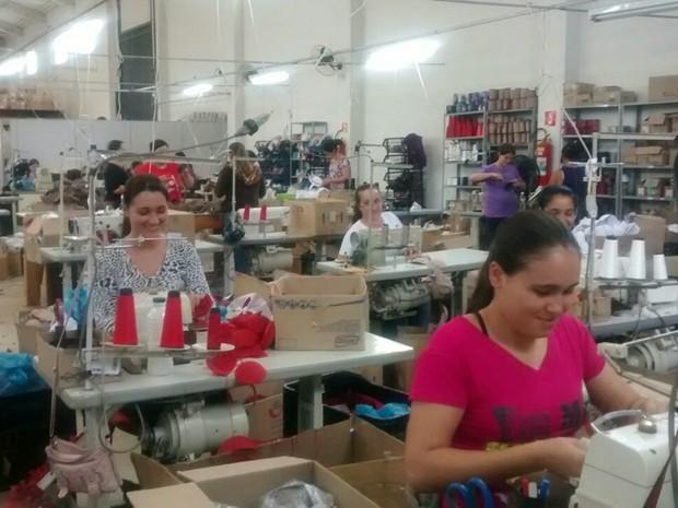 Confeccção de bojos emprega 170 funcionários em Nova Resende. (Foto   Arquivo pessoal  d04c0ed5c88