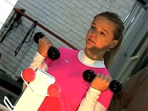 Além de correr, Sofia vai à academia todos os dias (Foto: Reprodução/RBS TV)
