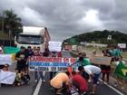 Pelo 12º dia, caminhoneiros bloqueiam trechos de rodovias em SC
