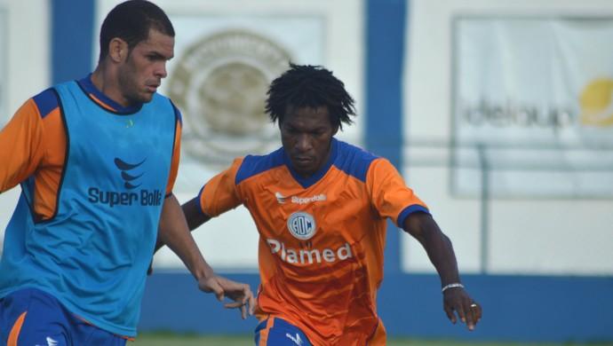 Geraldo, meia-atacante do Confiança (Foto: Felipe Martins/GloboEsporte.com)