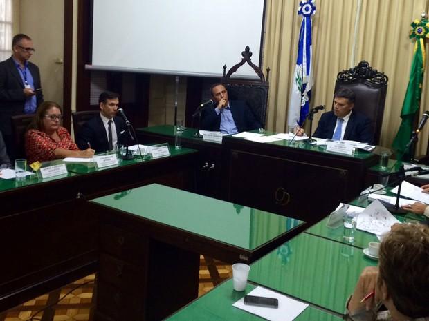 Deputados debateram superlotação de unidades para menores infratores (Foto: Gabriel Barreira/G1)