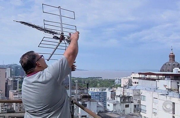 Confira as opções para condomínios se adequarem ao sinal de TV Digital (Foto: Reprodução/RBS TV)