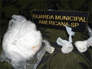 Cocaína foi apreendida em uma casa no no Jardim da Paz  (Foto: Divulgação/ Guarda Municipal de Americana)