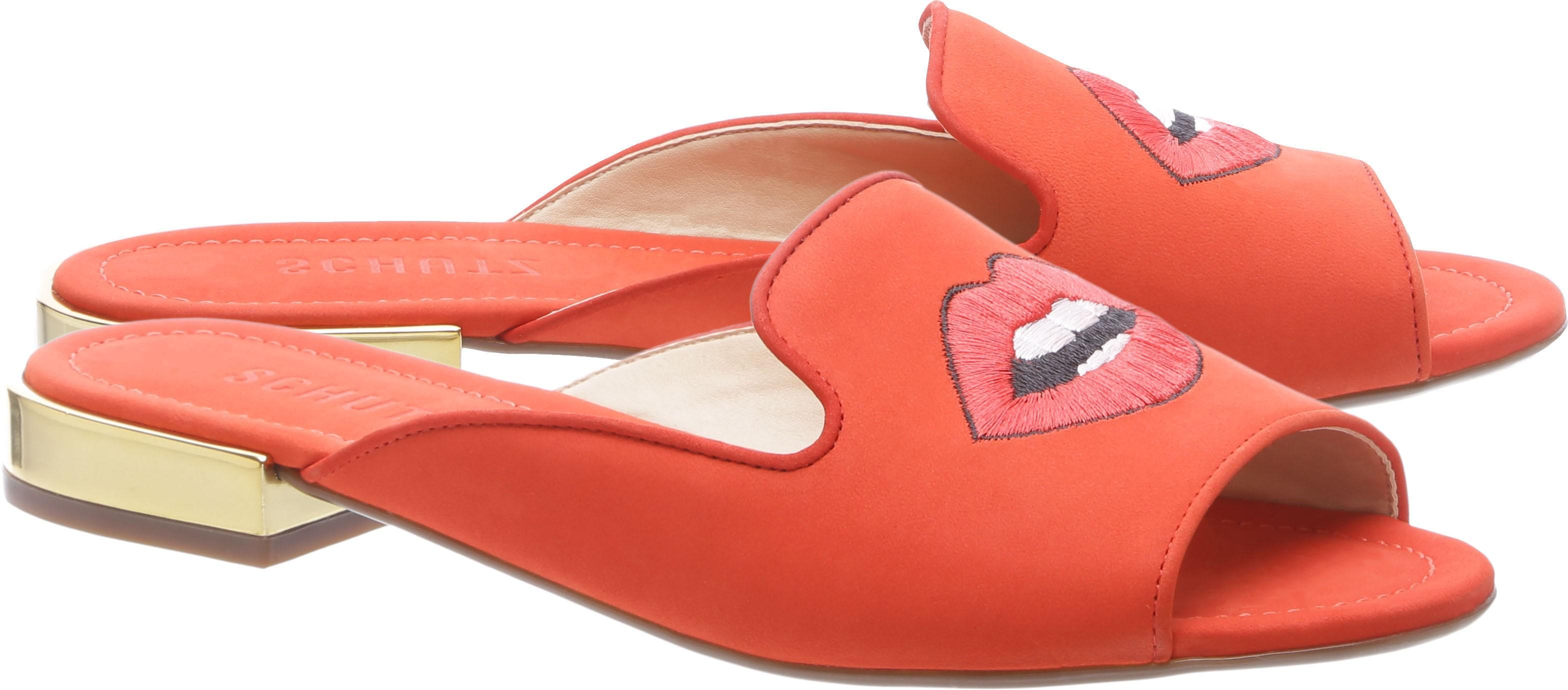 Mule laranja com bordado de boca (Foto: Divulgação / Schutz)