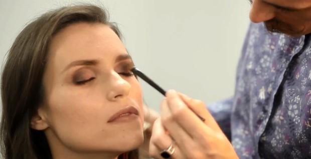 Dicas de beleza by Avon Luxe: top maquiador ensina a fazer olho violeta chique