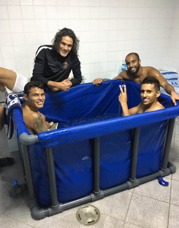 BLOG: Que fria: jogadores do PSG encaram banheira cheia de gelo após vitória