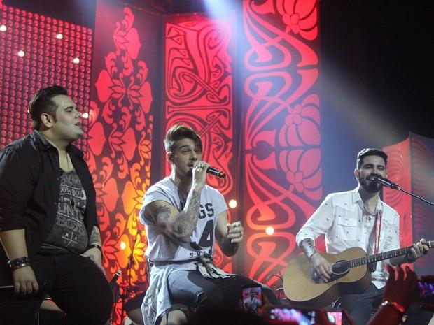 Lucas Lucco canta com a dupla sertaneja Lu e Robertinho em São Paulo (Foto: Thiago Duran/ Ag. News)