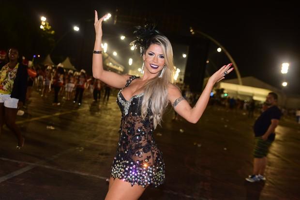 Ex-BBB Cacau no sambódromo do Anhembi, em São Paulo (Foto: Leo Franco/ Ag. News)