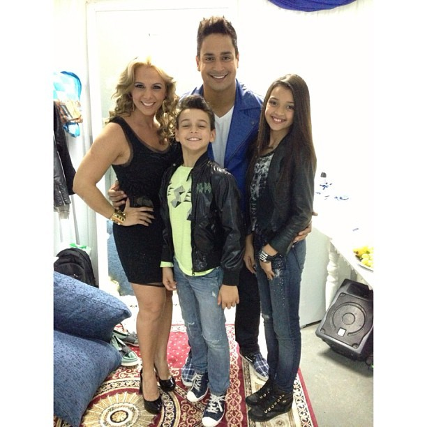 Xanddy com a mulher, Carla Perez, e os filhos (Foto: Reprodução/Instagram)