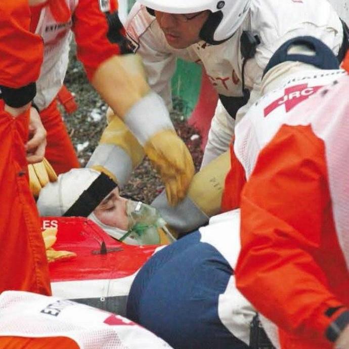 Jules Bianchi recebe primeiros atendimentos médicos após acidente no GP do Japão