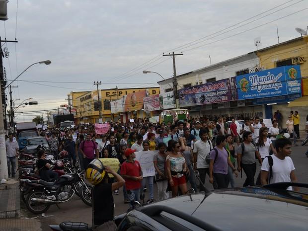 Manifestantes percorreram principais vias de Macapá (Foto: Maiara Pires/G1)