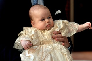 Kate Middleton e príncipe George (Foto: JOHN STILLWELL ANDREW COWIE / AFP)