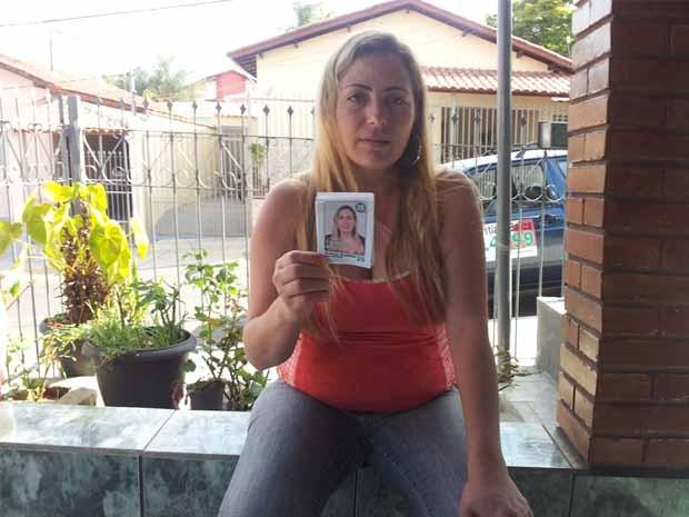 A candidata e o santinho errado: apenas 12 votos com número certo. (Foto: Tiago Campos / G1)