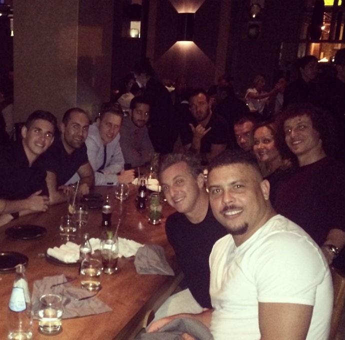 Oscar, David Luiz, Ronaldo Fenômeno e Luciano Huck (Foto: Reprodução/Instagram)