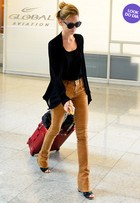 Look do dia: Isabelle Drummond usa modelito elegante em aeroporto no Rio