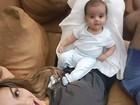 Kelly Key posa com o filho Artur: 'Largados no sofá'