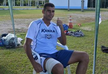 Léo Oliveira teve uma lesão muscular e deve ficar fora da estreia do Leão (Foto: Weldon Luciano  - GloboEsporte.com)