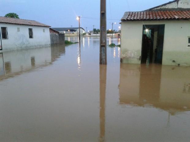 Morada Nova, na região jaguaribana, teve bairros alagados com as chuvas deste sábado (Foto: Marcos Guirlan/Arquivo Pessoal)
