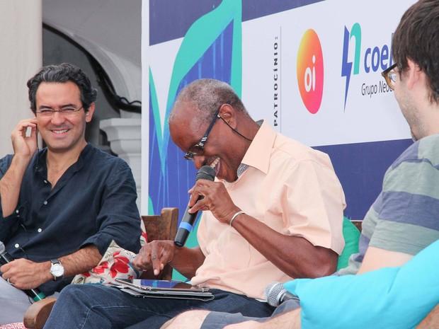 Escritor colombiano e brasileiro trocaram ideias sobre literatura (Foto: Egi Santana/ Flica)