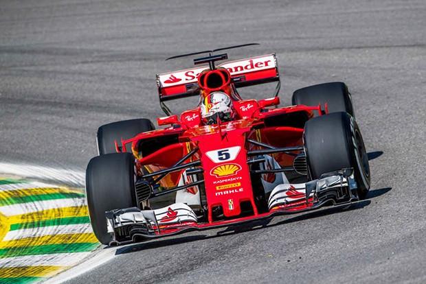 Sebastian Vettel com a Ferrari #5 vence o GP Brasil depois de assumir a ponta no início da prova (Foto: Beto Issa/GP Brasil de F1)