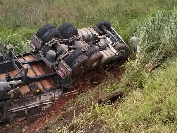 acidente em Araújos (Foto: PRF/Divulgação)