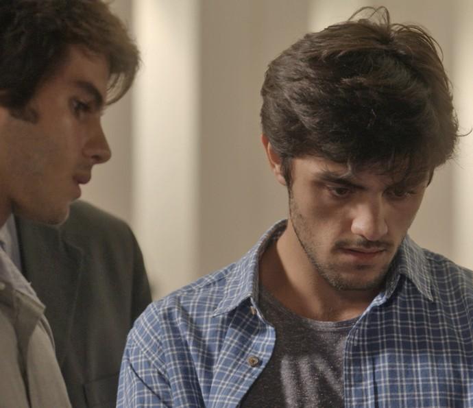 Jonatas não acredita no que vê (Foto: TV Globo)