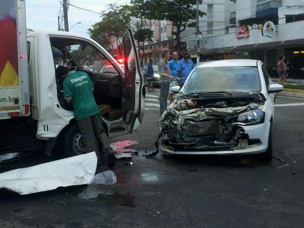 Acidente em Jardim da Penha, em Vitória (Foto: Luiza Marcondes/ G1)