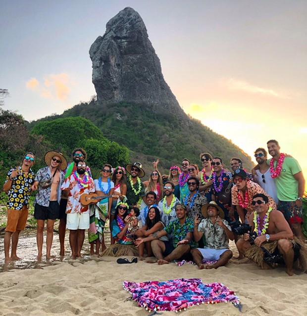 Paulo Vilhena celebra os 39 anos com luau em Noronha (Foto: Divulgação)