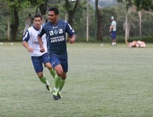 Thiago Humberto, meia do Goiás (Foto: Rosiron Rodrigues/Goiás E.C)