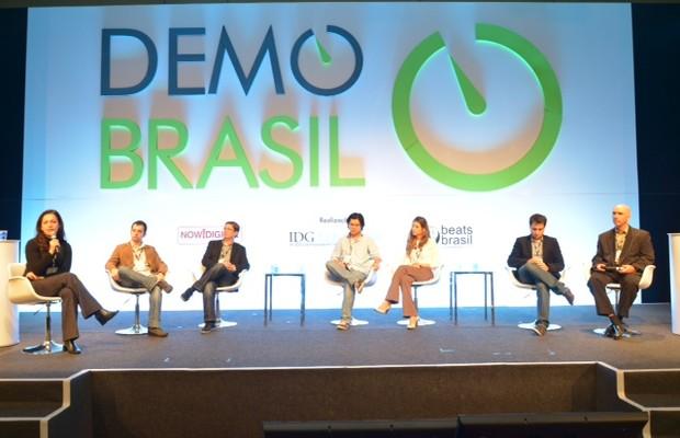 A partir da esquerda: Sandra Boccia, diretora de redação de Pequenas Empresas & Grandes Negócios; Marcelo Negrini, diretor de desenvolvimento do Buscapé; Bob Rossato, cofundador da ViajaNet; In Hsieh, cofundador da 4vets; Camila Souza, fundadora da Sophie (Foto: Divulgação)