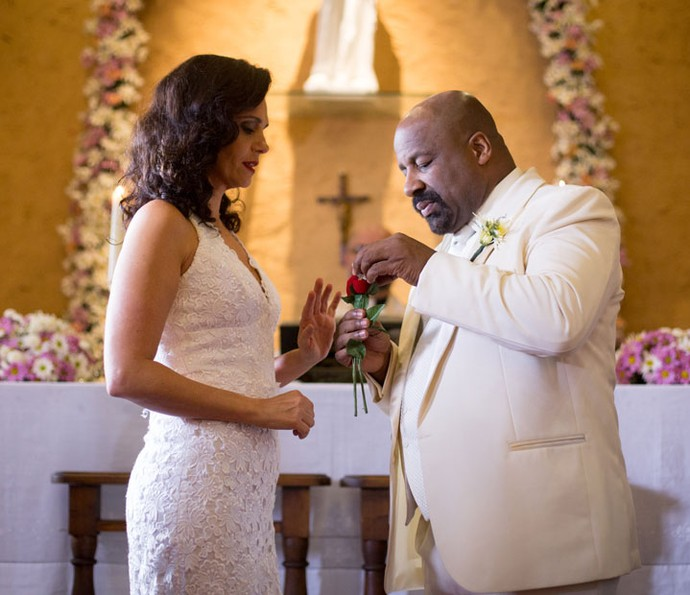 Rosângela e Florisval oficializam casamento (Foto: Fabiano Battaglin/Gshow)