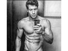 Roni Mazon mostra músculos só de cueca: 'Resultado da dedicação'