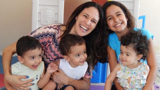 Paola e os filhos (Foto: arquivo pessoal)