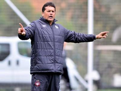 Claudinei Oliveira Técnico do Atlético-PR (Foto: Site oficial do Atlético-PR/Gustavo Oliveira)