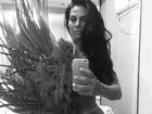 Solange Gomes surge nua na web e faz mistério sobre fantasia de carnaval