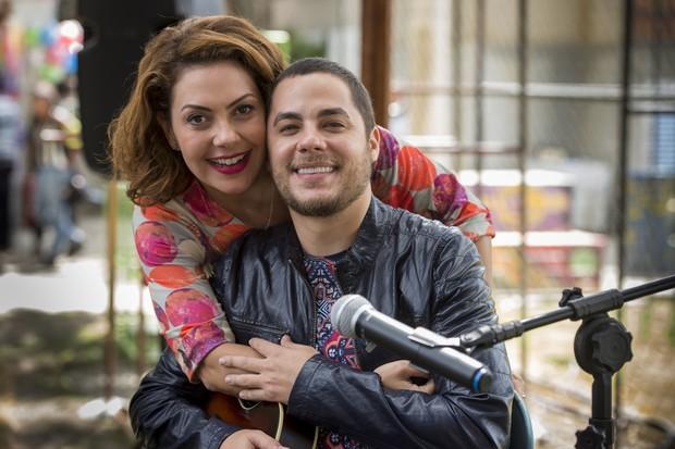 Fabiula Nascimento e Levi Lima, da banda Jammil, na gravação da novela I Love Paraisópolis (Foto: Globo/Estevam Avellar)