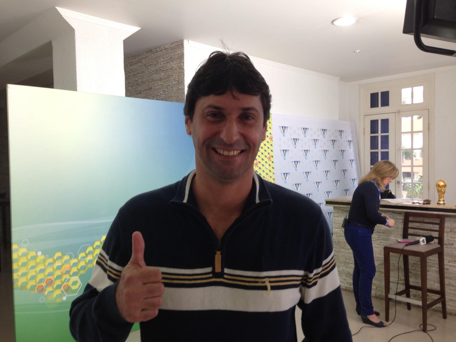Essinho, ex-jogador da Costa Rica, no estúdio da Copa (Foto: Izabella de Paula)