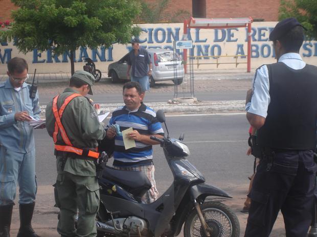 Operação apreendeu 14 veículos apenas nesta quinta-feira (6) (Foto: Polícia Militar/Divulgação)