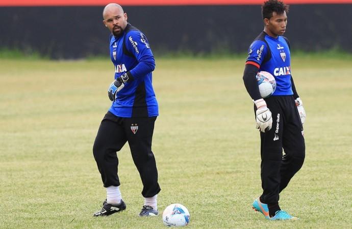 Márcio e Marcos, goleiros do Atlético-GO (Foto: Wildes Barbosa/O Popular)