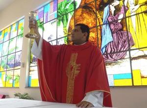 Evandro ficou por oito meses sendo padre itinerante na Amazônia brasileira (Foto: Emilio Botta)