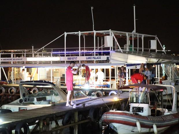 Barco onde policial federal atirou contra dois homens em festa no DF (Foto: Corpo de Bombeiros/Divulgação)