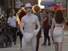 Red Hot Chili Peppers: 'Go robot' tem Anthony Kiedis seminu e pintado; veja