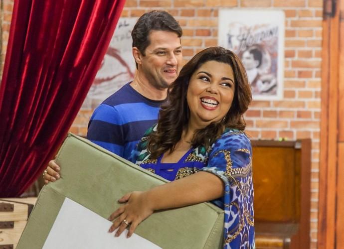 Fabiana Karla se diverte em ensaio do Tomara que Caia (Foto: Artur Meninea/Gshow)