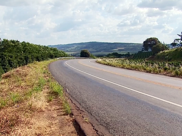 Rapaz foi encontrado na BR-491, entre Itamogi e Monte Santo de Minas (Foto: Reprodução EPTV)