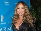 Mariah Carey deixa sutiã à mostra em evento repleto de famosos