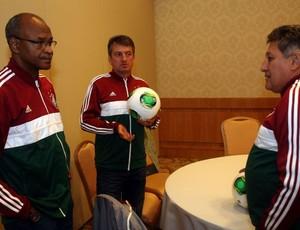 assis leomir romerito lançamento camisa flu (Foto: Nelson Perez / FluminenseFC)