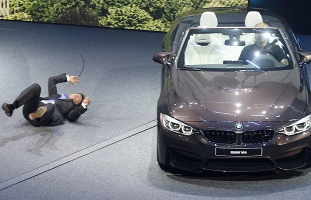 CEO da BMW, Harald Krüeger, se sentil mal durante a apresentação (Foto: Jens Meyer/AP)